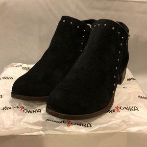 NIB Minnetonka Brie Boot in black
